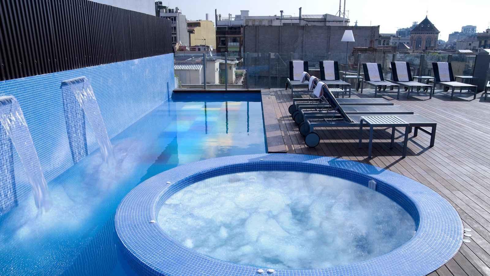 L'hôtel Axel est l'un des meilleurs endroits où séjourner à Barcelone pour les voyageurs homosexuels, il est si joyeux qu'ils s'appellent