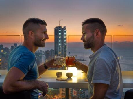 Level 26 is a truly romantic rooftop lounge and bar on top of the Four Seasons Hotel in Beirut, perfect for sunset cocktails!
