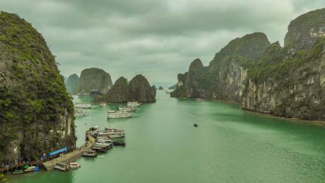 Cruzeiro na Baía de Halong no Vietnã