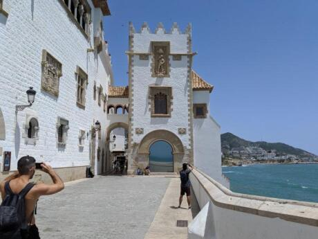 Stefan getting some photos of the exterior of the beautiful Maricel Palace in Sitges.