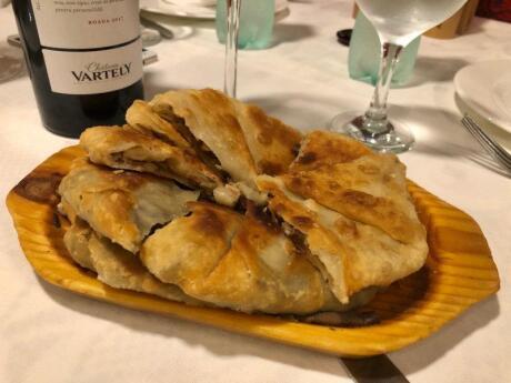 Plăcintă est une pâtisserie traditionnelle de la Moldavie qui peut être sucrée ou salée mais qui est toujours délicieuse!