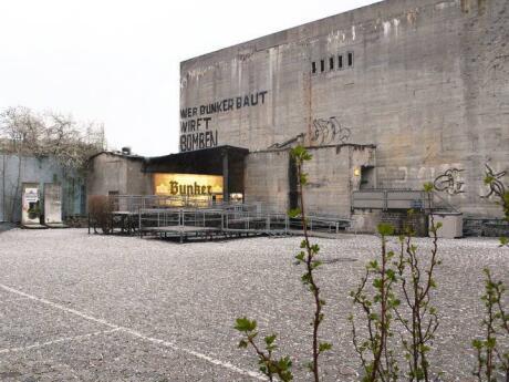 Se você quiser saber mais sobre a ascensão e queda de Hitler e da Alemanha nazista, uma visita ao Berlin Story Bunker é muito informativo