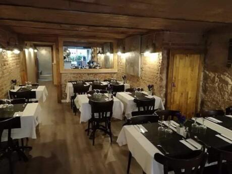 El Bierzo a Tope est un restaurant gay familial qui sert des repas délicieux et abordables.