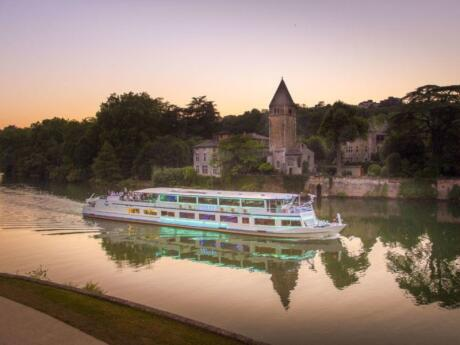 One of the most romantic things to do in Lyon is go for a dinner river cruise