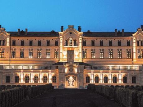 Castel MIMI est une combinaison de vignoble, station balnéaire, château et restaurant en Moldavie, un must pour les voyageurs gays!