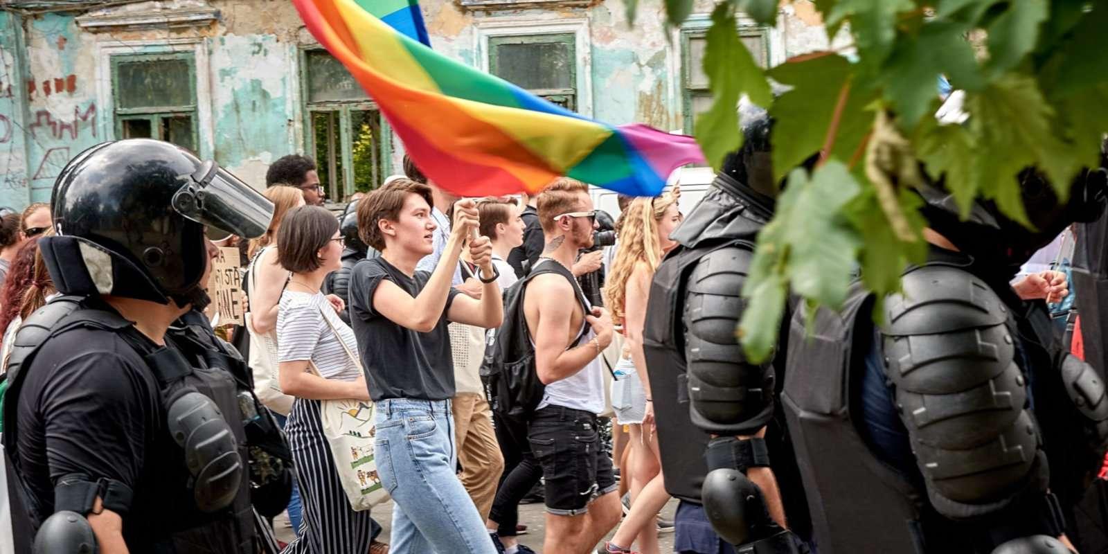 Bien que la Moldavie organise une parade de la fierté gaie, elle est parfois attaquée par des groupes chrétiens orthodoxes radicaux et ces dernières années ont nécessité la protection de la police.