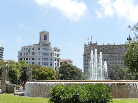 Plaza Catalunya is a beautiful spot in Barcelona with pretty fountains and open spaces
