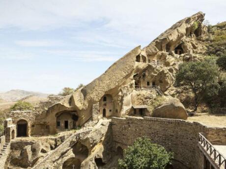 Le complexe du monastère David Gareja en Géorgie est une série fascinante et ancienne de monastères sculptés dans la roche.