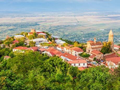 La région de Kakheti en Géorgie est connue pour ses nombreux beaux villages et ses excellents domaines viticoles, visitez-la comme une excursion d'une journée au départ de Tbilissi si vous aimez le vin!