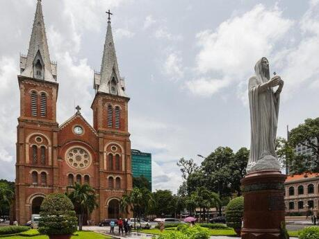 Join a bike tour of Saigon to see the most beautiful sights in the city