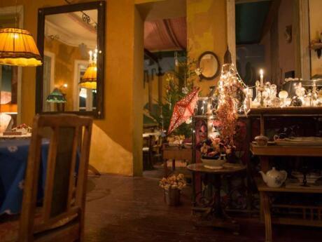 Le restaurant Purpur est un véritable joyau caché à Tbilissi, avec un décor shabby chic adorable et une cuisine délicieuse