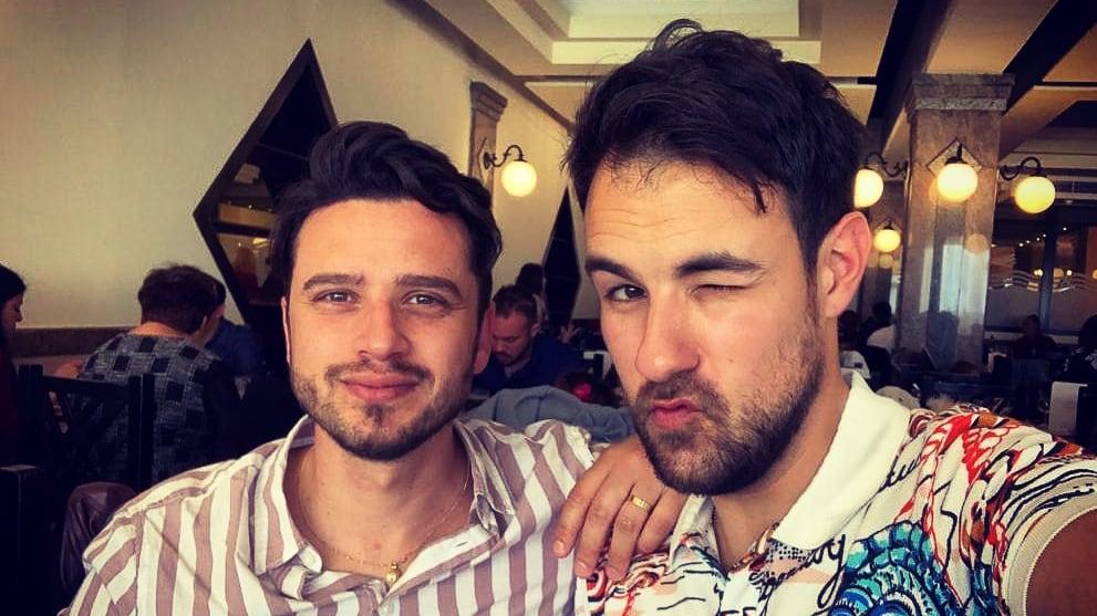 Clayton et son mari Christian, parents homosexuels à Malte