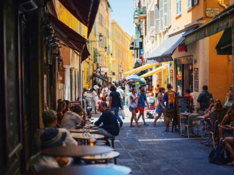 Exploring the pretty side-streets of Nice on a gay walking tour