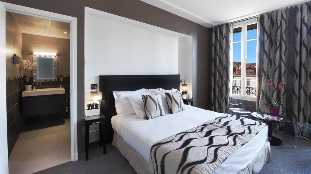 Hotel Ellington é um hotel famoso por ser gay, agradável em Nice, que exala elegância