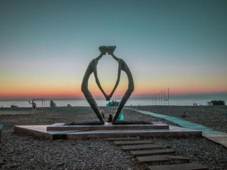 La ville géorgienne de Batumi est un endroit amusant à visiter, surtout si vous voulez faire de la natation dans la mer Noire
