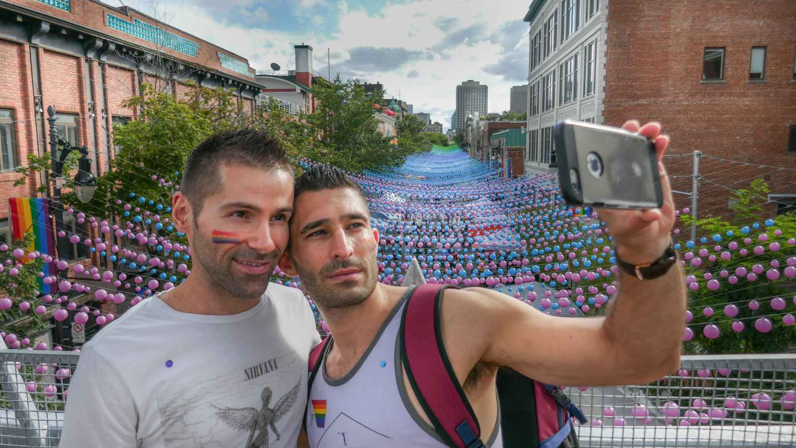 Head to Montreal's gay neighbourhood to relax in the gay saunas or watch a show at one of the gay ꜱtriþ bars