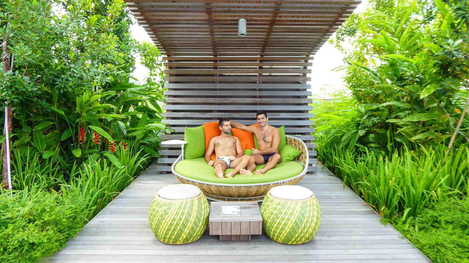 L'hôtel Jen est un excellent choix pour les voyageurs gays à Singapour qui veulent être près du quartier commercial mais aiment aussi passer du temps près de la piscine sur le toit