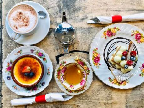 De Farine et Deau Fraiche in Montreal serves beautiful and delicious Fremch delicacies for those with a sweet tooth or craving something healthy