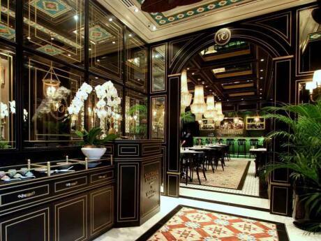 Si vous voulez essayer la cuisine traditionnelle de Singapour, alors vous devriez vous rendre à National Kitchen par Violet Oon, le célèbre chef de Singapour.