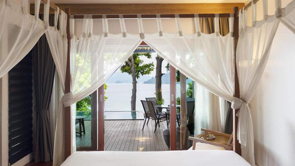 The Cliff Lipe resort on Koh Lipe is more secluded than other resorts and super romantic