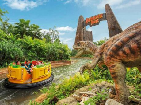 If you like fun rides and movies like Jurassic Park or Waterworld, then you will love Universal Studios Singapore
