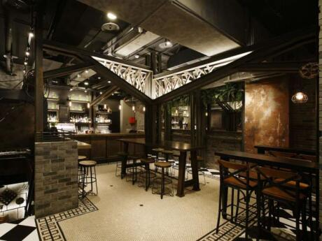 Abrazo is a popular spot in Taipei's gay area for dancing, drinking and dining. They serve delicious food and drinks!