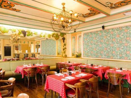 We love pretty Le Beaujolias restaurant in Abu Dhabi for yummy French food!