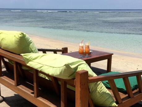 Os coquetéis no Legend Bar no Gili Air devem morrer na praia