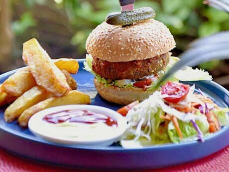 Ruby cafe burgers é um ótimo restaurante para viajantes LGBTQ na Gili Air