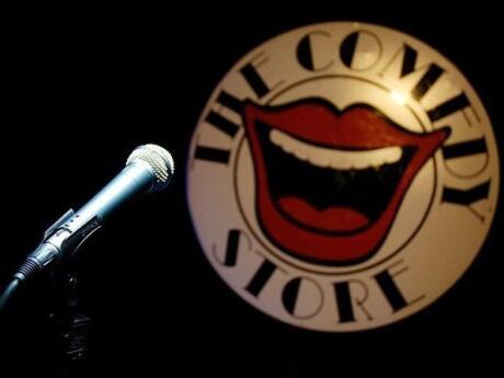 Para uma noite hilariante em Manchester, vá até a Comedy Store para saborear comida deliciosa e comédia stand-up
