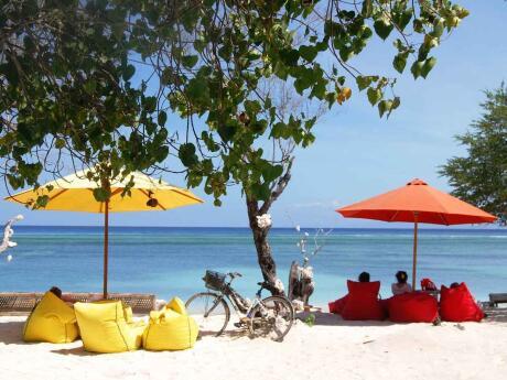 O exílio é um bar na praia, ótimo para o pôr do sol no lado oeste de Gili Trawangan