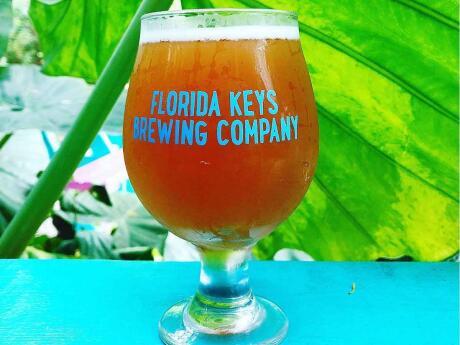 A Florida Keys Brewing Company é um ótimo local para tomar uma cerveja com um encantador jardim de cerveja refrigerada e música ao vivo regular