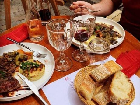 Le Francois Villon is a restaurant in the touristy part of Lyon which serves traditional Lyonnaise cuisine