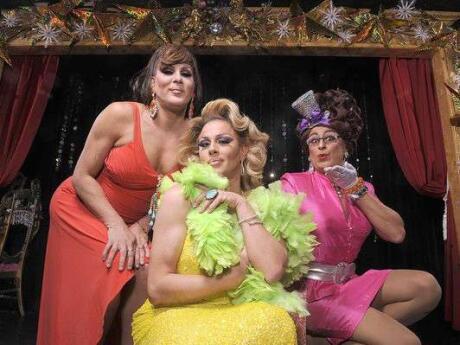 Para uma comida deliciosa e um show hilariante, vá até o Lips drag show e jantar em Fort Lauderdale