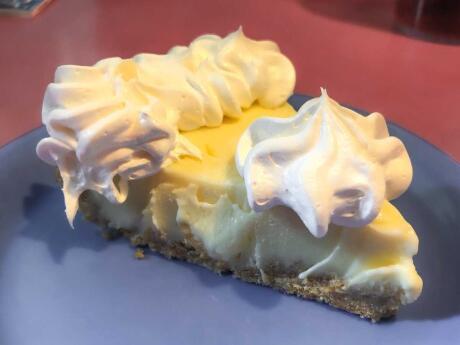 A maioria dos lugares em Florida Keys diz que serve a melhor torta de limão, mas o nosso favorito foi na Mrs Mac's Kitchen