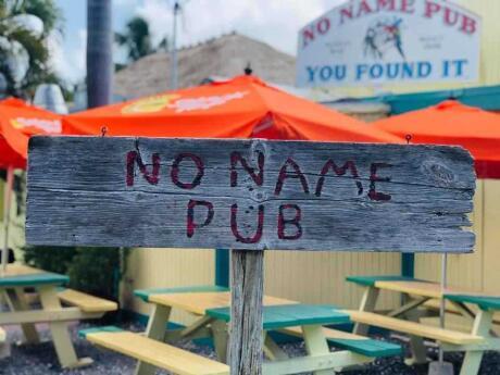 O No Name Pub é um local peculiar em Keys para uma bebida e algumas das melhores pizzas da região