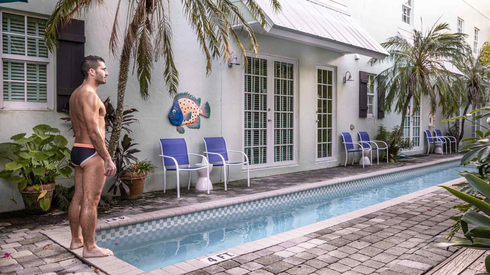 A Pineapple Point Guesthouse, em Fort Lauderdale, é uma opção luxuosa de roupas, opcional e somente para homens, de acomodação gay