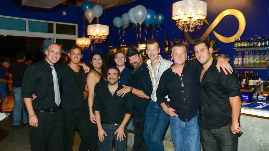 Infinity é um sofisticado bar gay com interiores muito elegantes e chiques - perfeito para um encontro romântico
