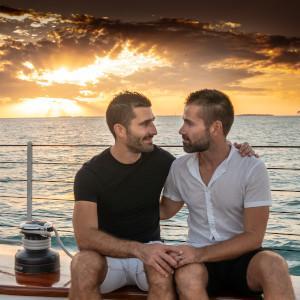Um dos destaques dos viajantes LGBTQ em Key West é fazer um cruzeiro ao pôr do sol