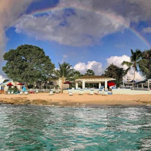 Sand Castle on the Beach é um impressionante resort gay na praia gay mais popular de St Croix