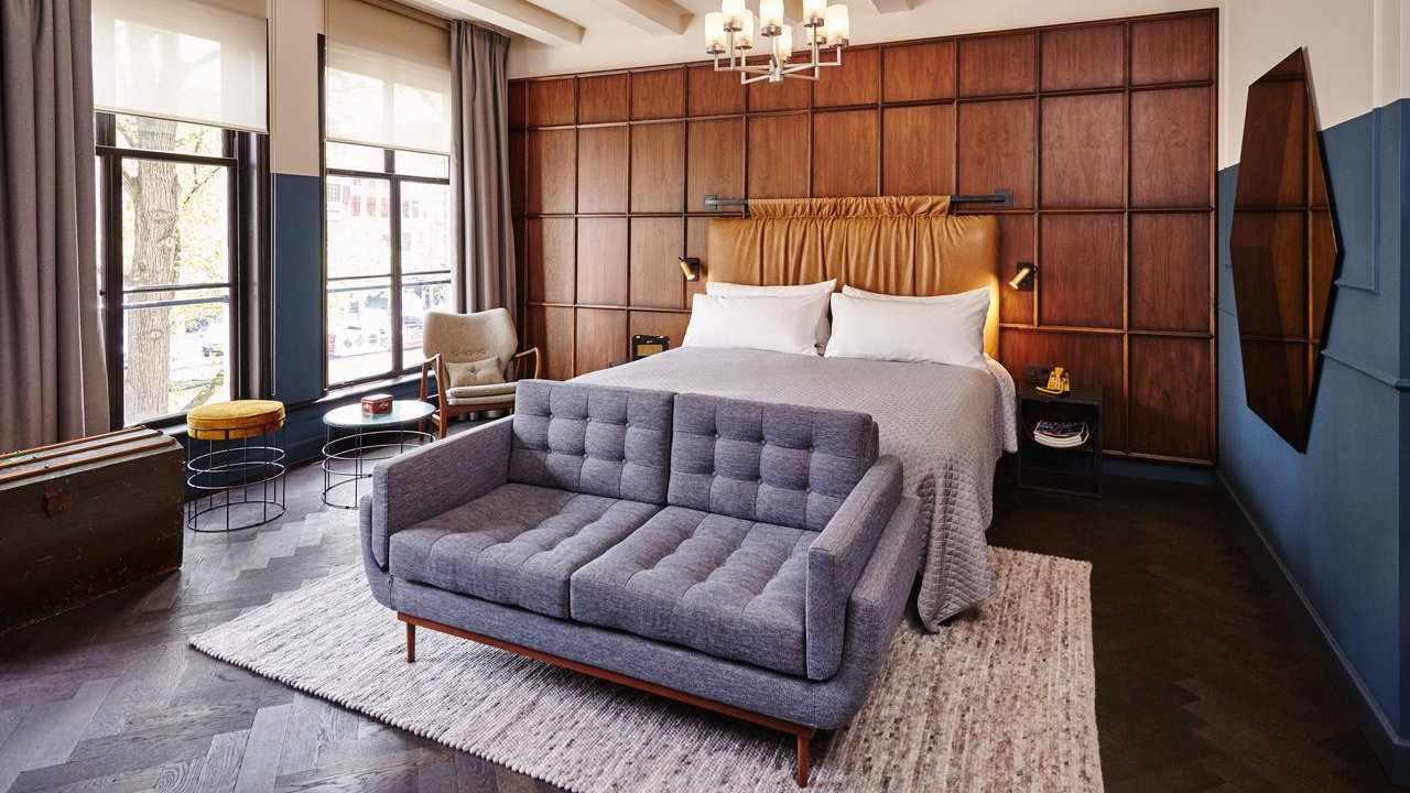 O moderno hotel Hoxton é um local maravilhoso para se hospedar em Amsterdã, distribuído por cinco casas de canal