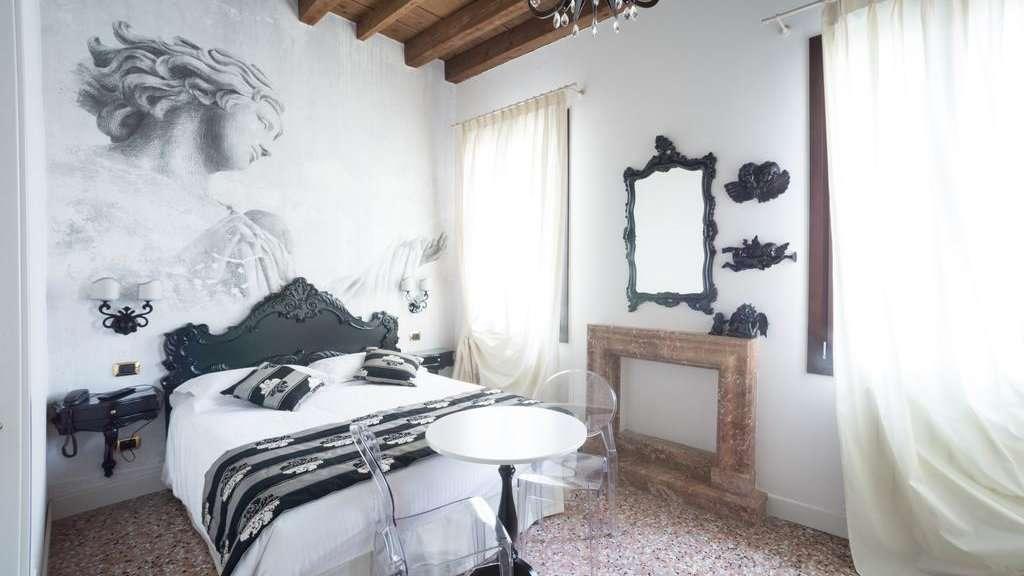 Villa Gasparini é uma bela vila renovada nos arredores de Veneza, que oferece pacotes românticos especiais para viajantes gays