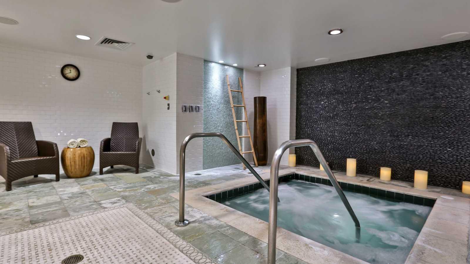 O Miami Beach Loews Hotel abriga o adorável Exhale Spa, um dos melhores spas gays de Miami