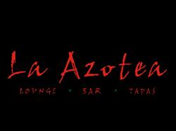 La Azotea é um bar moderno na cobertura em San Miguel que também serve comida espanhola saborosa