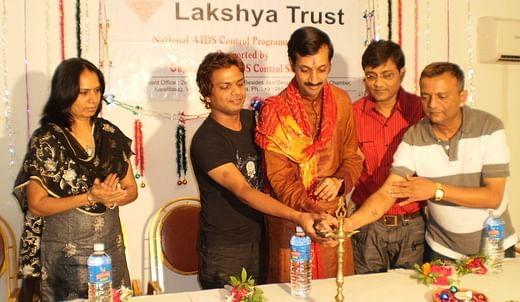 A instituição de caridade de Manvendra, a Lakshya Trust, concentra-se na prevenção e conscientização do HIV