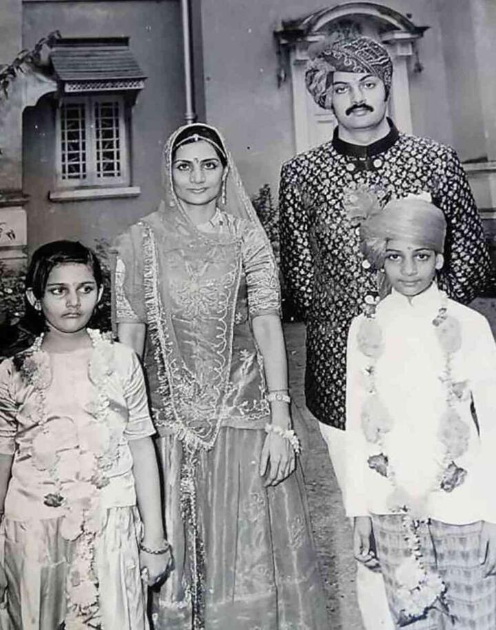 Os pais de Manvendra não reagiram bem à sua revelação, principalmente devido às crenças indianas sobre a homossexualidade