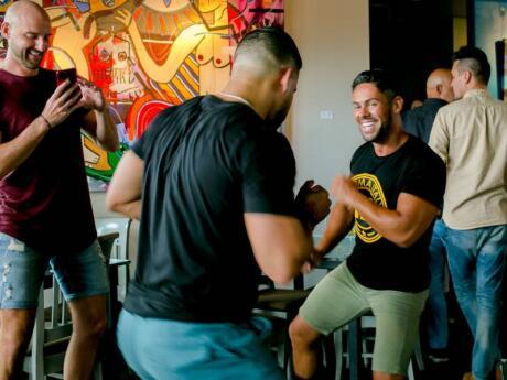 R House no bairro de Wynwood em Miami é um divertido bar gay com deliciosos coquetéis e boa música