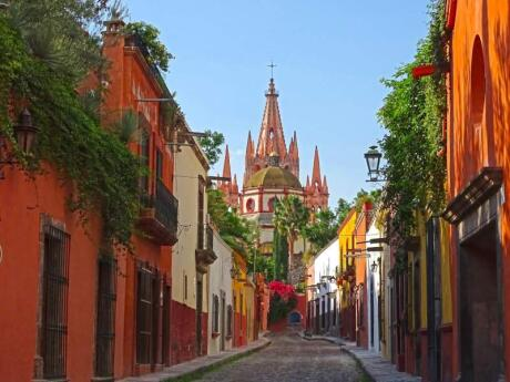 San Miguel foi declarada Patrimônio Mundial da UNESCO em 2008, e muitas igrejas centenárias, edifícios coloniais e outros monumentos estão apenas esperando por você para explorar