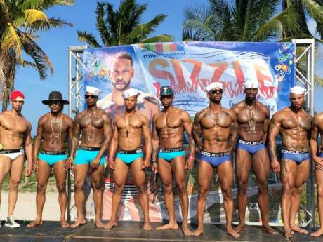 Sizzle South Beach é uma série de fantásticas festas gays na piscina em Miami durante o fim de semana do Memorial Day