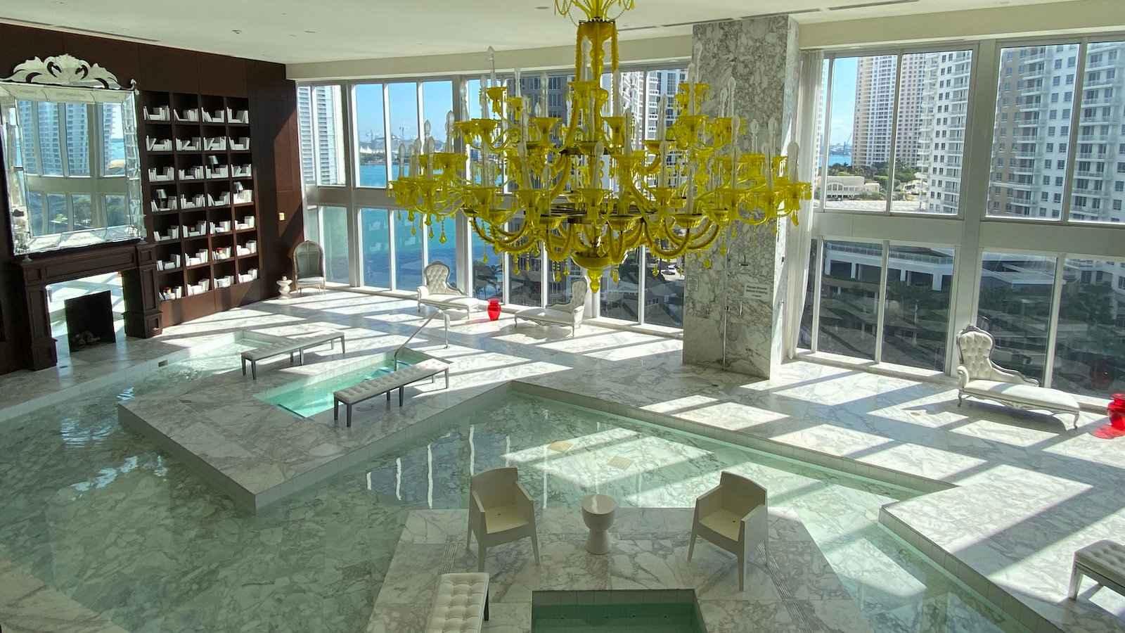 O W South Beach Hotel em Miami é um local luxuoso e muito gay para se basear enquanto experimenta a cena gay de Miami